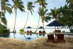 Tropische toevlucht met pool Stock Foto