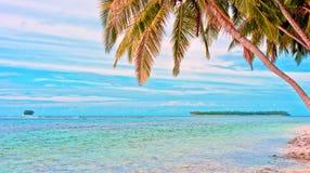 Tropische verre eilanden in de oceaan Royalty-vrije Stock Foto