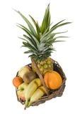 Tropische vruchten in een mand Royalty-vrije Stock Foto's