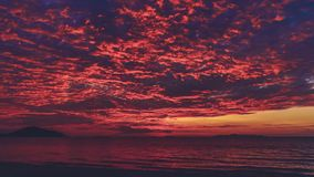 Tropische Wolken van het de Kleuren de Heldere Water van de aardzonsondergang stock footage
