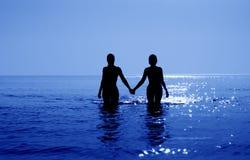 Tropische zonsopgang in blauwe oceaan royalty-vrije stock afbeelding