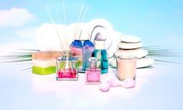 Tropischer Badekurort - ätherisches Öl, Kerze, weißes Tuch und handgemachtes s Lizenzfreie Stockbilder