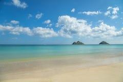 Tropischer Blauozean des sandigen Strandes Lizenzfreie Stockfotografie