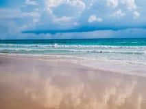Tropischer Feiertag Sand von Strand andaman Meer An Surin-Strand Phu stockbild