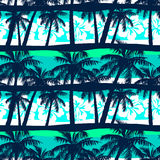 Tropischer Frangipani mit nahtlosem Muster der Palmen Stockfoto