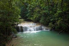Tropischer frischer Wasserfall Erawan Lizenzfreie Stockfotos