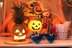 Tropischer Halloween-Partei-Ananas-Kürbis-Satz lizenzfreie stockfotos