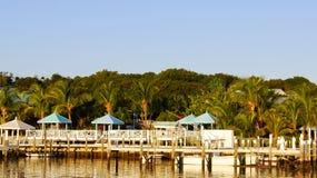 Tropischer Insel-Pier und Boote Stockfotos