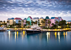 Tropischer karibischer Hafen-Jachthafen und Yacht Stockfotos