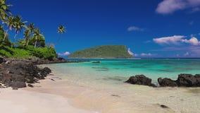 Tropischer Lalomanu-Strand auf Samoa-Insel mit Palmen stock video footage