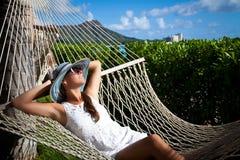 Tropischer Luxus Hängemattenentspannung Stockbilder
