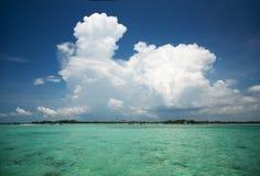 Tropischer Meerblick, Wasser, Himmel, Wolke Stockbild