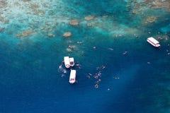 Tropischer Ozean von oben lizenzfreie stockfotografie