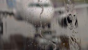 Tropischer Regen im Flughafen stock video footage