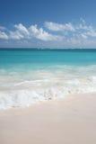 Tropischer Sand-Strand und Ozean Lizenzfreies Stockfoto