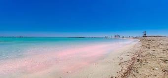 Tropischer sandiger Strand mit Türkiswasser Stockfotografie