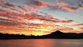 Tropischer Sonnenuntergang in den Pfingstsonntagen stock footage
