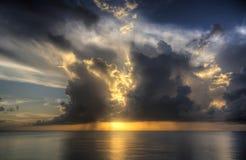 Tropischer Sonnenuntergang HDR Stockfotografie