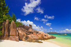 Tropischer Strand bei Seychellen Lizenzfreies Stockfoto