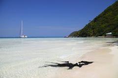 Tropischer Strand in den Karibischen Meeren Stockbild