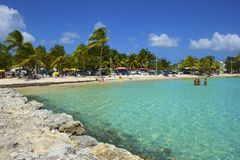 Tropischer Strand in Guadeloupe, karibisch Lizenzfreies Stockbild
