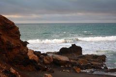 Tropischer Strand nahe dem La geschnitten in Fuerteventura, Kanarische Insel, Spanien Lizenzfreies Stockfoto