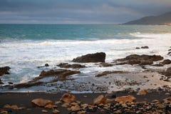 Tropischer Strand nahe dem La geschnitten in Fuerteventura, Kanarische Insel, Spanien Stockbilder