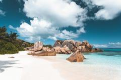 Tropischer Strand in Seychellen lizenzfreies stockbild
