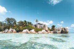 Tropischer Strand in Seychellen Stockfoto