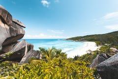 Tropischer Strand in Seychellen lizenzfreie stockbilder