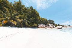 Tropischer Strand in Seychellen Lizenzfreie Stockfotos