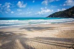 Tropischer Strand in Thailand Lizenzfreie Stockfotos
