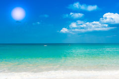 Tropischer Strand Thailands, Stein-Felsenstrand Patong Phuket Lizenzfreies Stockfoto