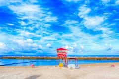 Tropischer Strand und blauer Himmel, Okinawa lizenzfreies stockbild