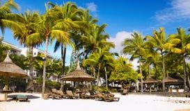 Tropischer Strand und Lagune, Mauritius Island stockfotos