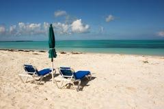 Tropischer Strand und Meer stockbild