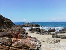 Tropischer Strand und Seelandschaft stockfotos