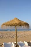 Tropischer Strandregenschirm Lizenzfreies Stockbild