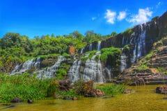 Tropischer Wasserfall - Pongua-Fälle Stockfotos