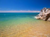 Tropisches blaues Meer Lizenzfreies Stockfoto