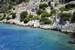 Tropisches blaues Meer und Insel Stockbild