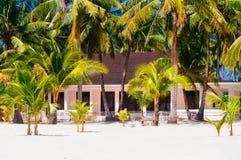 Tropisches Haus auf dem Strand von bantayan Insel, Santa Fe Philippinen, 08 11 2016 Lizenzfreie Stockfotos