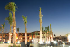 Tropisches Hotel nachts (Sharm El Sheikh, Ägypten) Lizenzfreies Stockbild