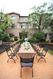 Tropisches Landhaus mit Garten Stockbild