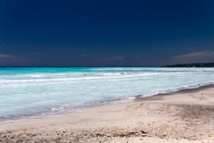 Tropisches Meer in der Sommerzeit Stockfoto