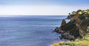 Tropisches Meer an einem sonnigen Tag Lizenzfreie Stockfotografie