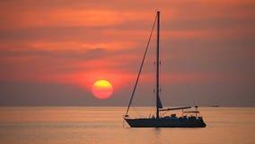 Tropisches Meer am schönen Sonnenuntergang stock footage