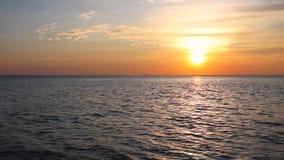 Tropisches Meer am schönen Sonnenuntergang stock video footage