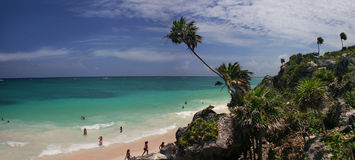 Tropisches Strand-Panorama Lizenzfreies Stockfoto