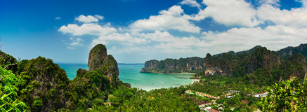 Tropisches Strandlandschaftspanorama. Thailand Stockfotos